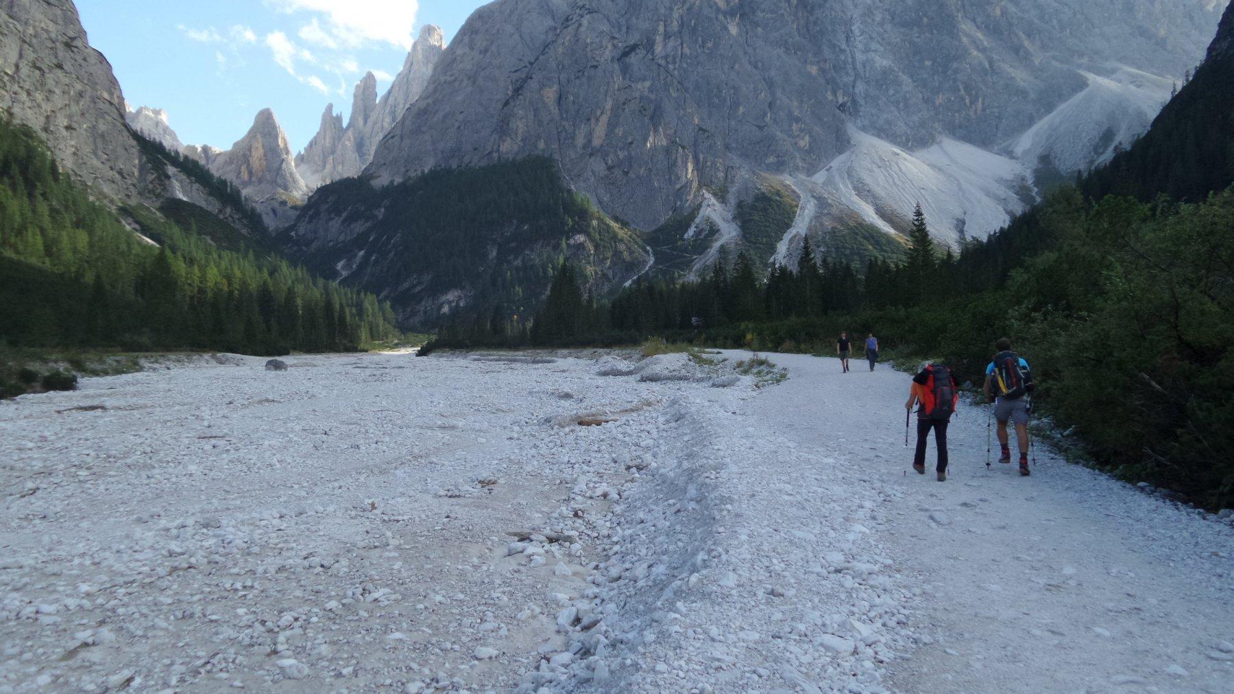 risalendo il tratto iniziale dell'Alta Valle Fiscalina (18-9-2015)