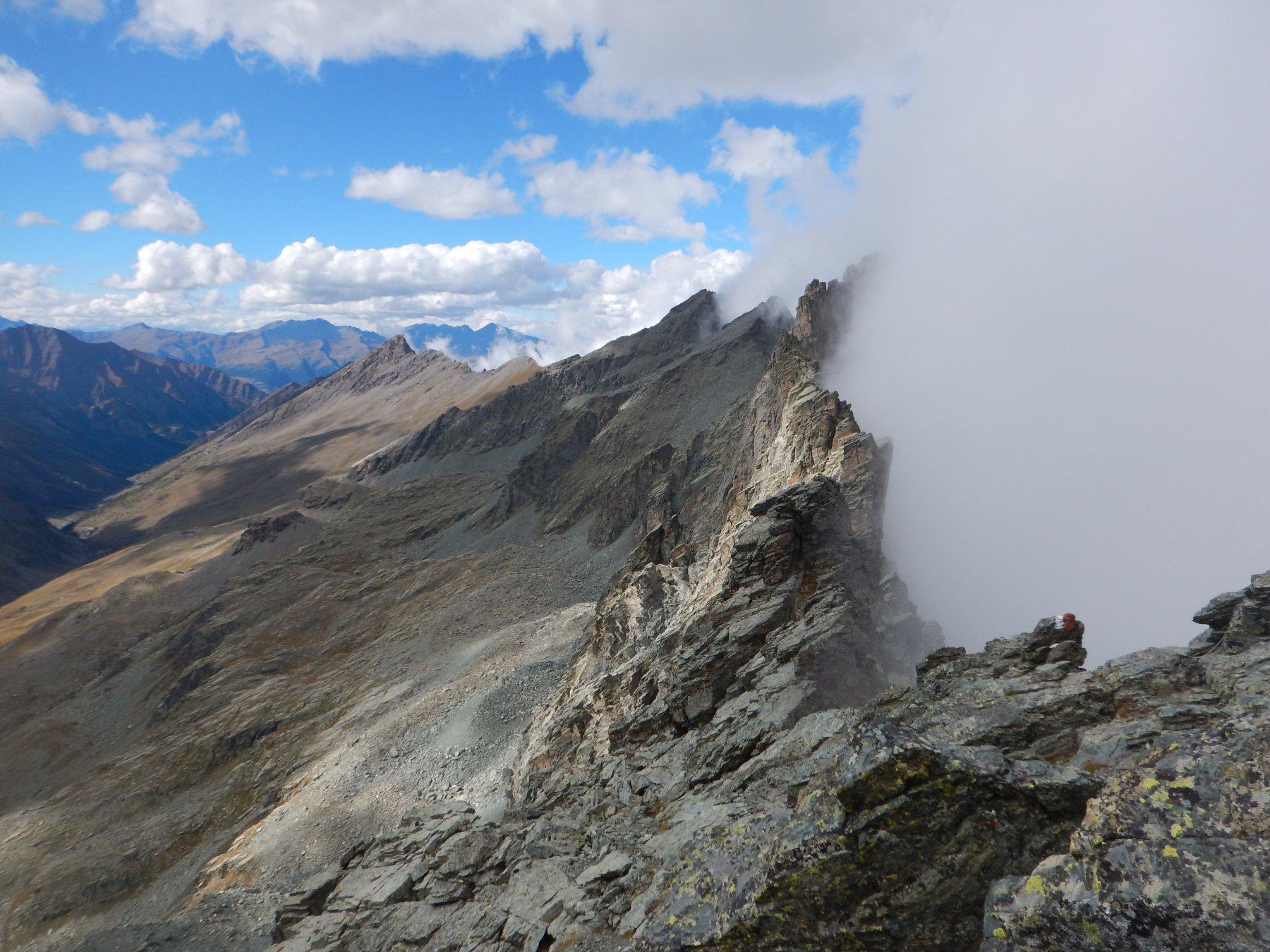 Panoramica oltre il Passo Giacoletti guastata un po dalle nebbie