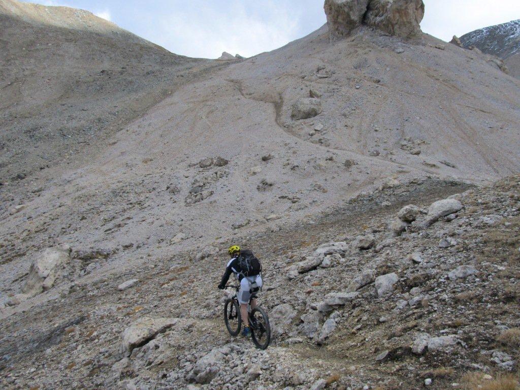 Mauro, alle spalle il sentiero di discesa.