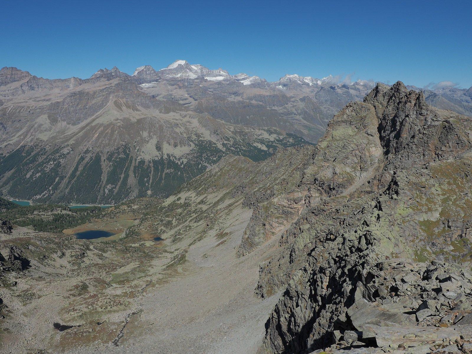 Sguardo verso nord dalla vetta: Lago di Ceresole e di Dres in basso, Gran Paradiso davanti a me!