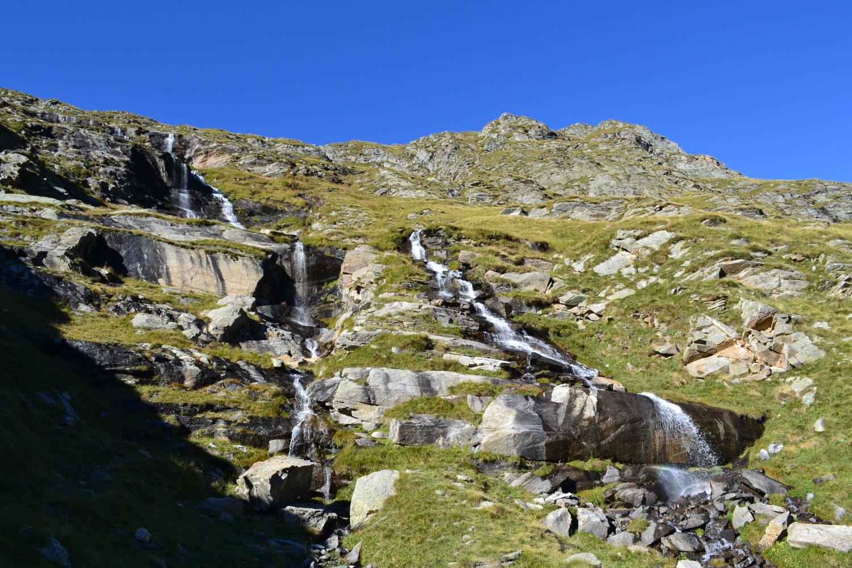 le belle cascatelle scendendo alla Grangia Barmaion