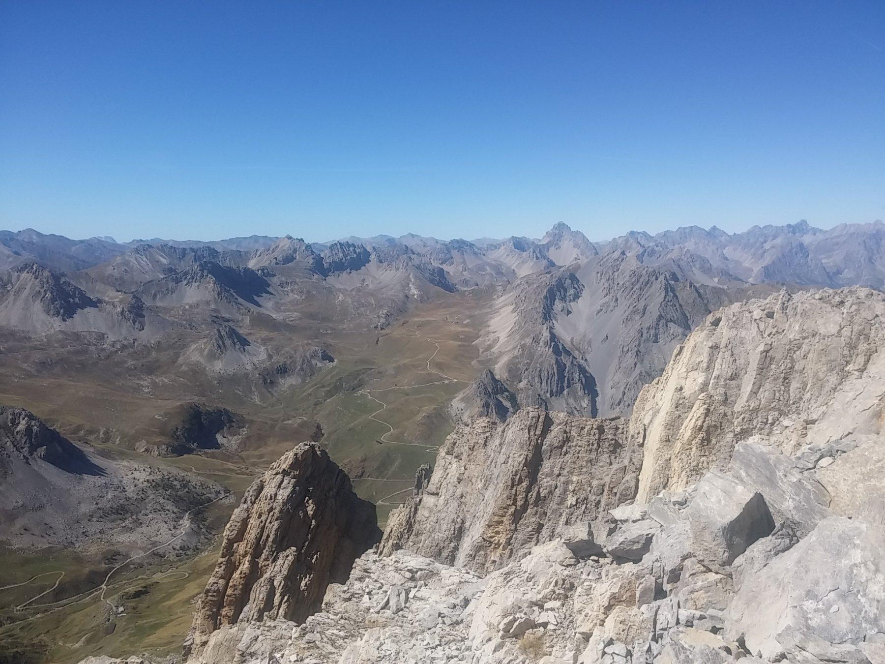 Il canalone del Cassorso a sx e l'altopiano della Gardetta sullo sfondo