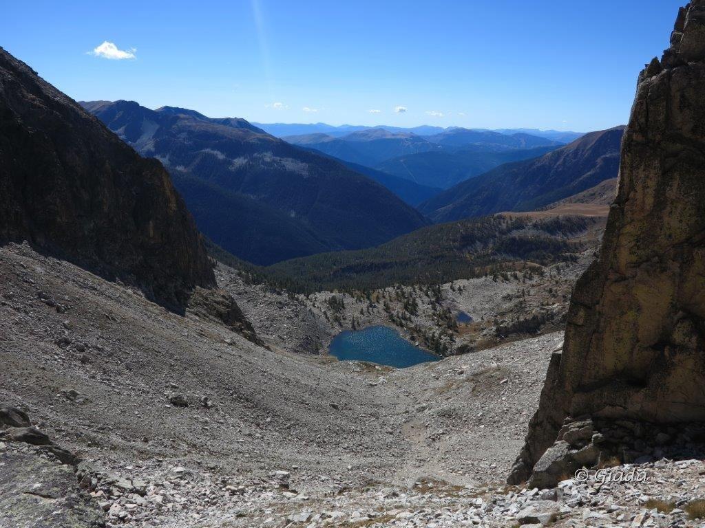 Il vallone di discesa verso il Lac de Tavels e il Lac de Tavels