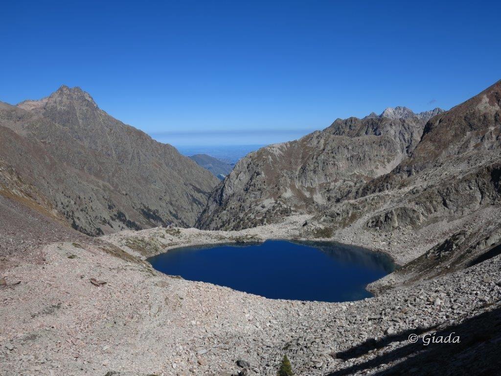 Il Lago delle Portette visto salendo verso il Passo delle Portette