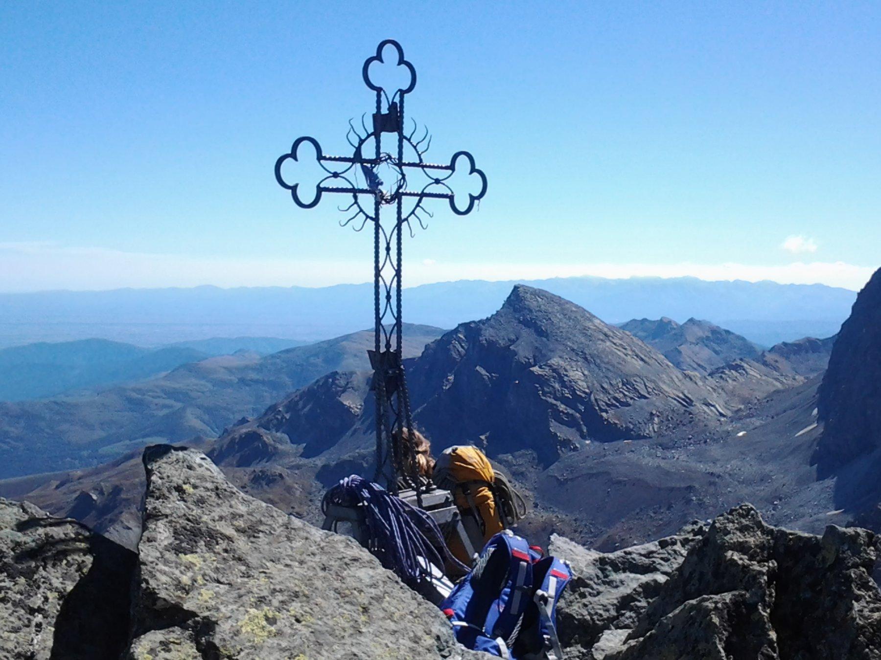 Croce di vetta e giornata meravigliosa