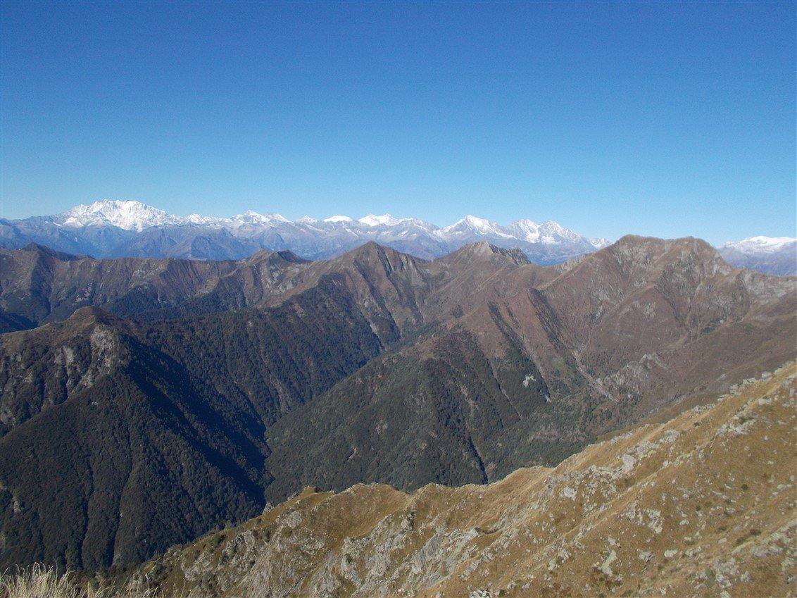 Un tratto della cresta già percorsa dal Pizzo della Rossola al Monte Togano