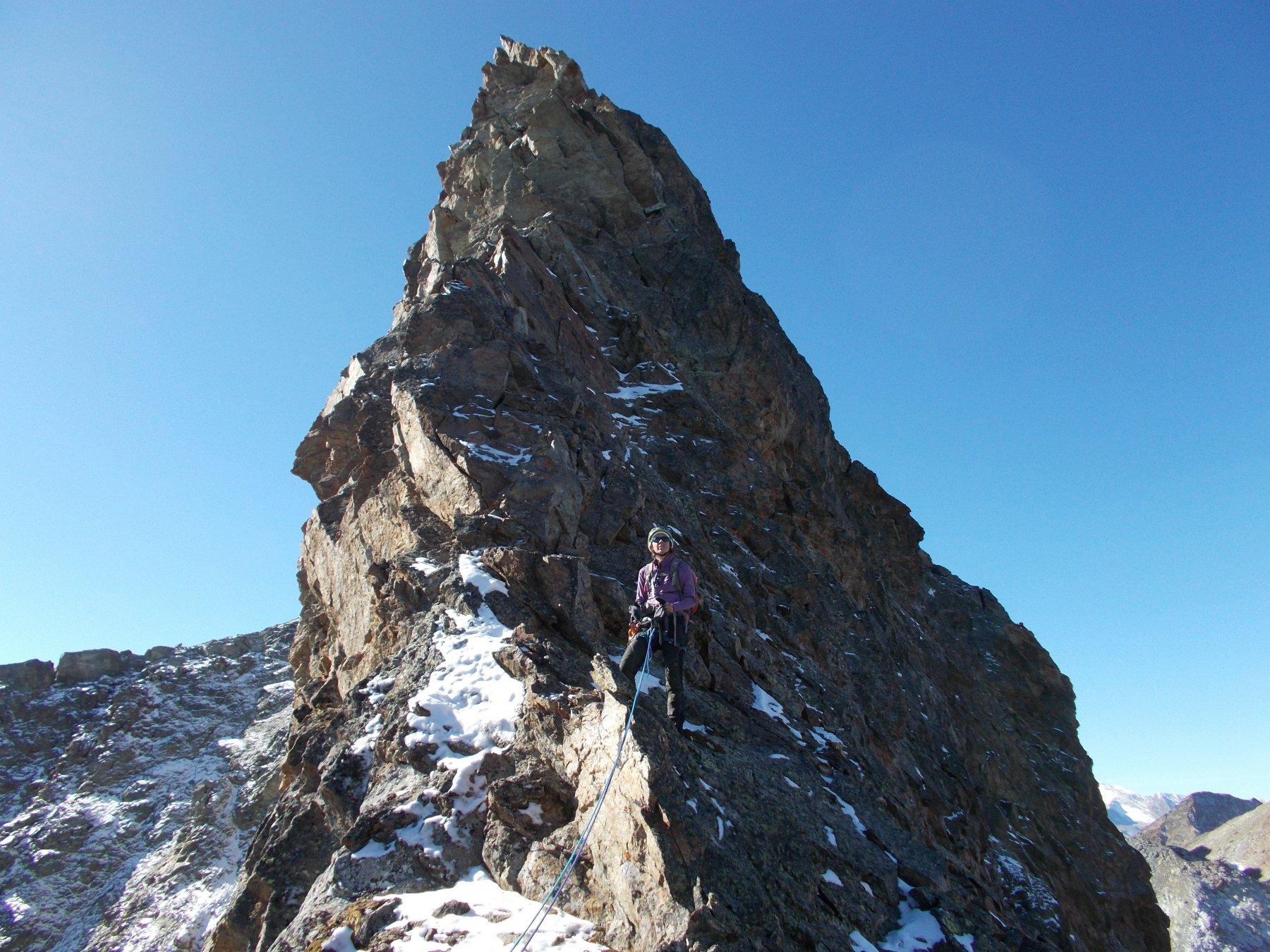 prima cospicua torre poco oltre la Garzotto..lungo il percorso di cresta alla Grande Roise..
