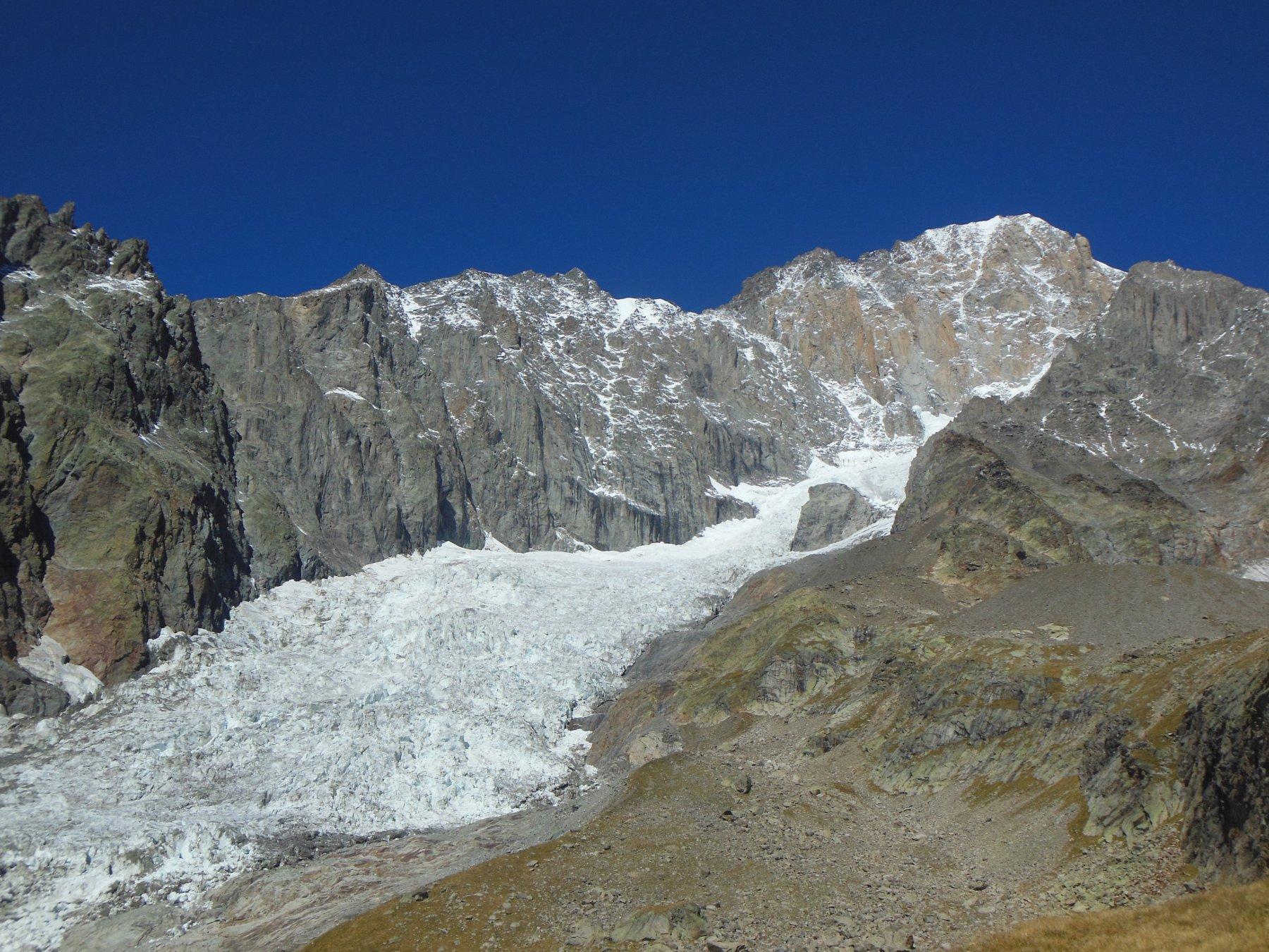 Bianco e ghiacciaio del Brouillard