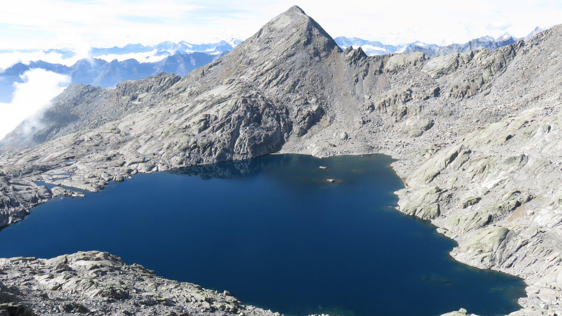 Dalla vetta, il Lago Gelato ed il Moncimour