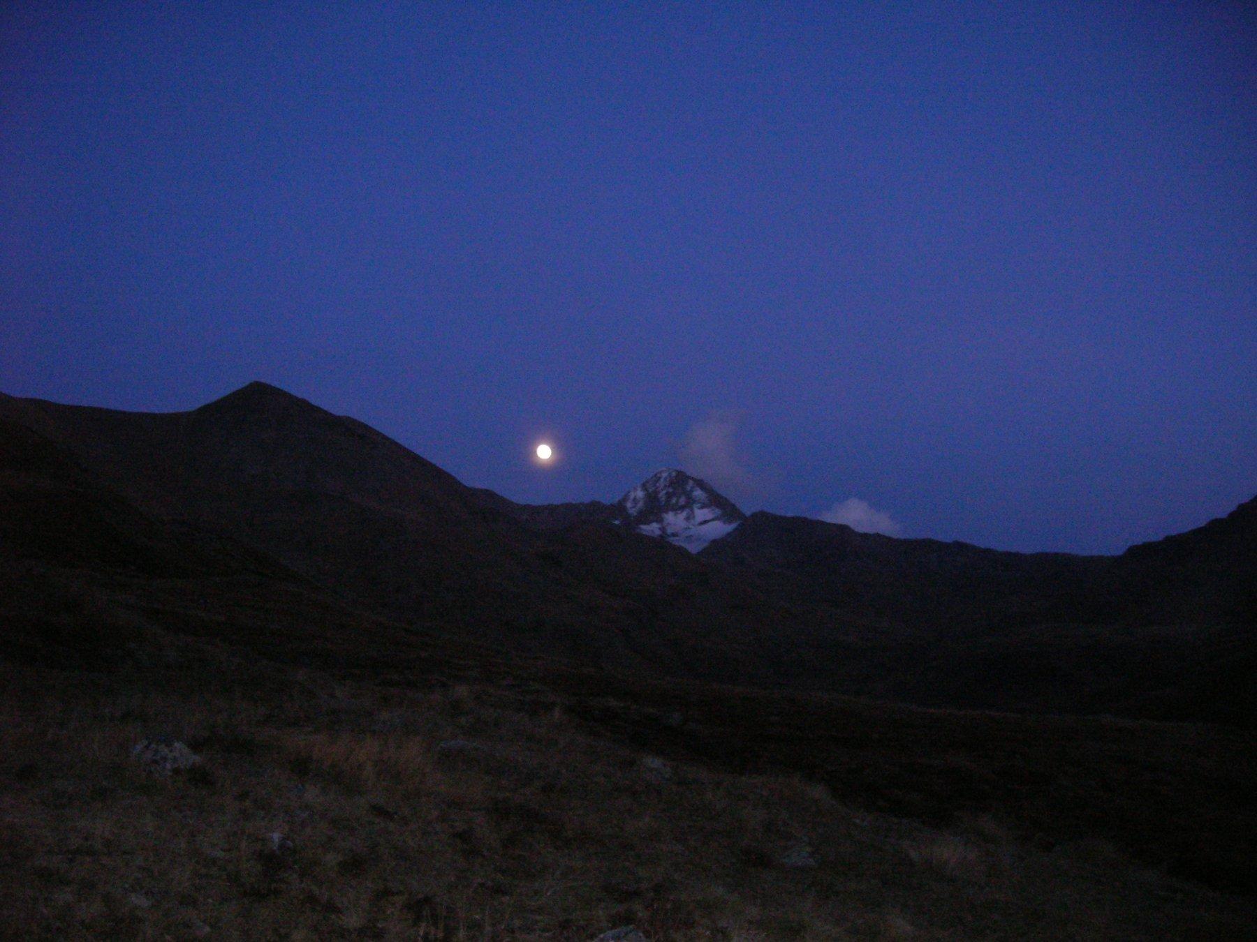 Anche la Luna gira intorno alla Tersiva...