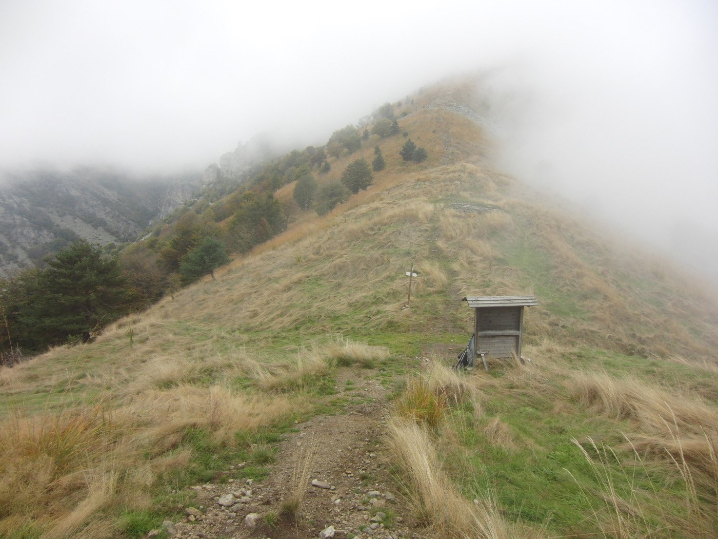 Colle Besso con la nebbia