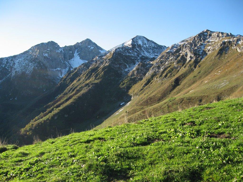 Monti Bussaia e Servatun dal colle Balur