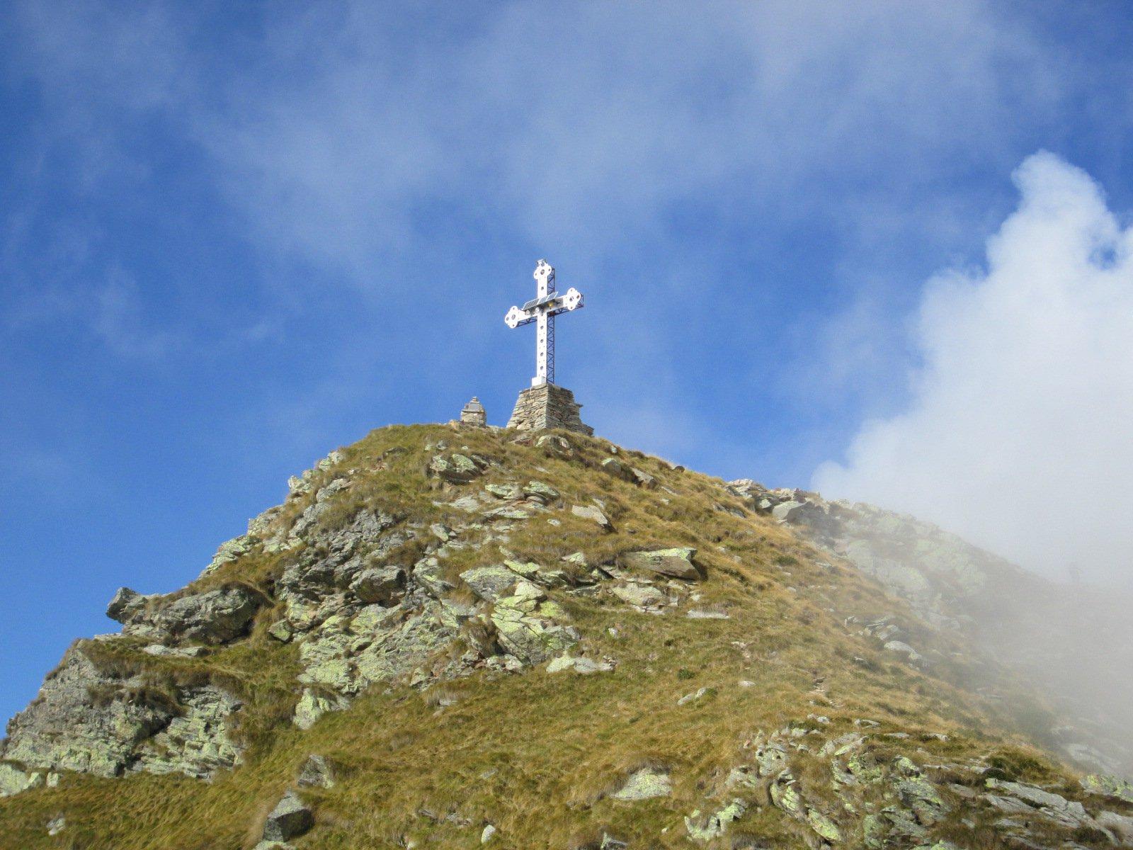 la croce sull'anticima