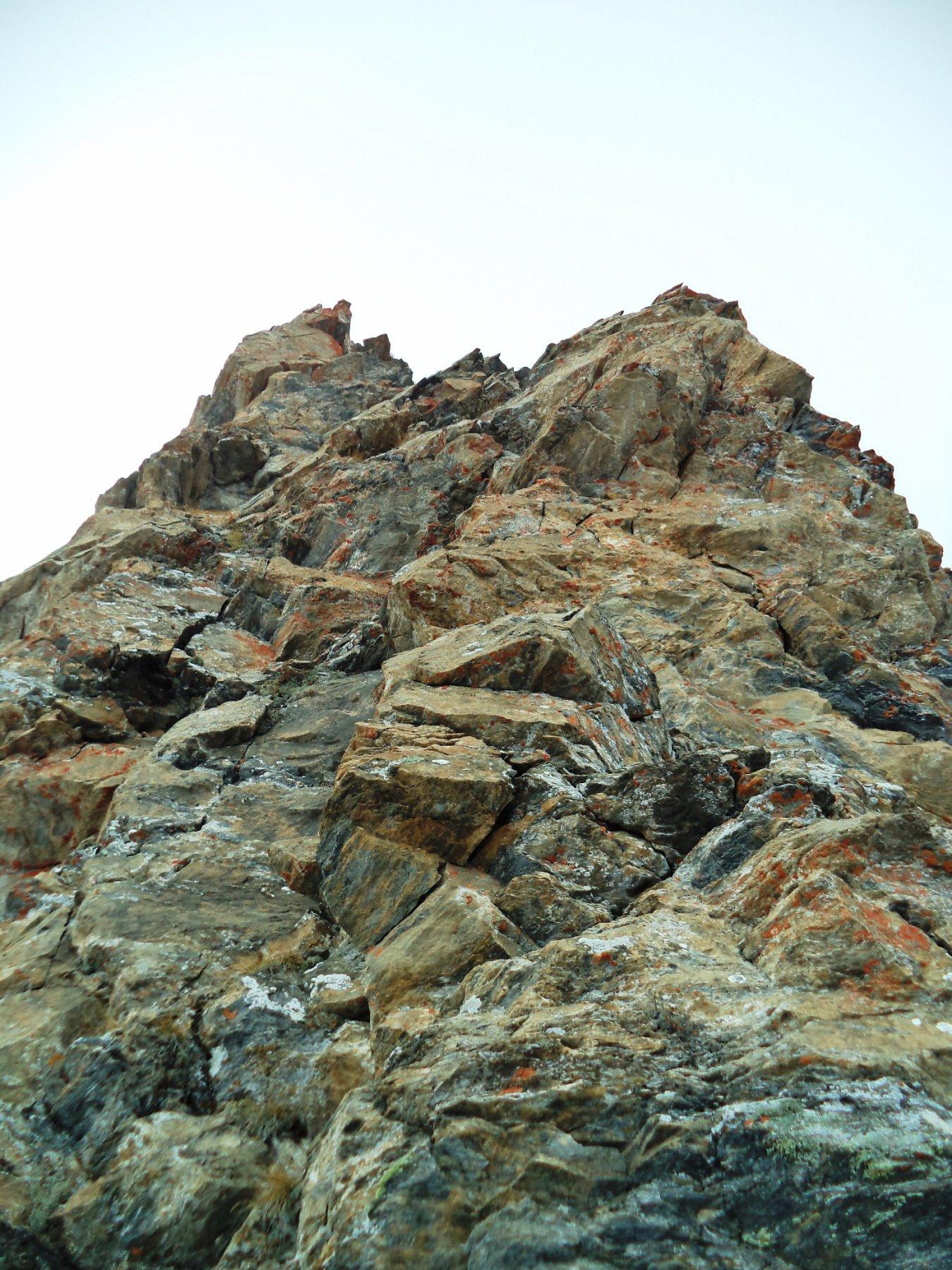 bel torrione nella parte alta della cresta