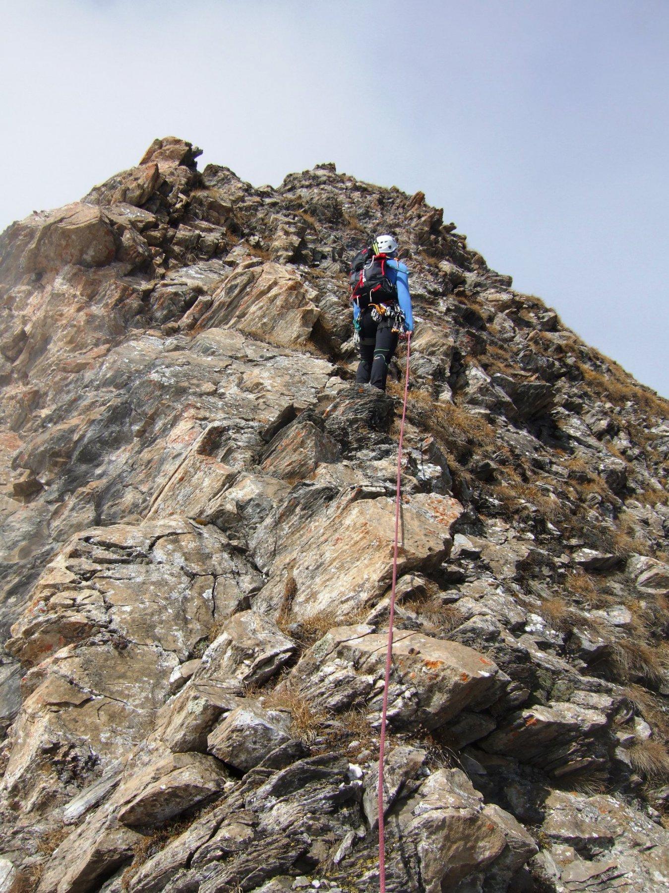 seconda parte di cresta, facile ma con roccia più dubbia