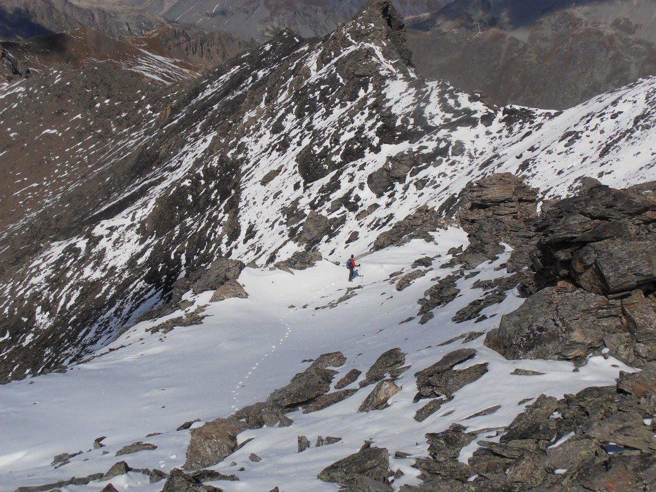 07 - discesa dalla cima sud per la nord, in basso la discesa a valle diretta sul versante ovest