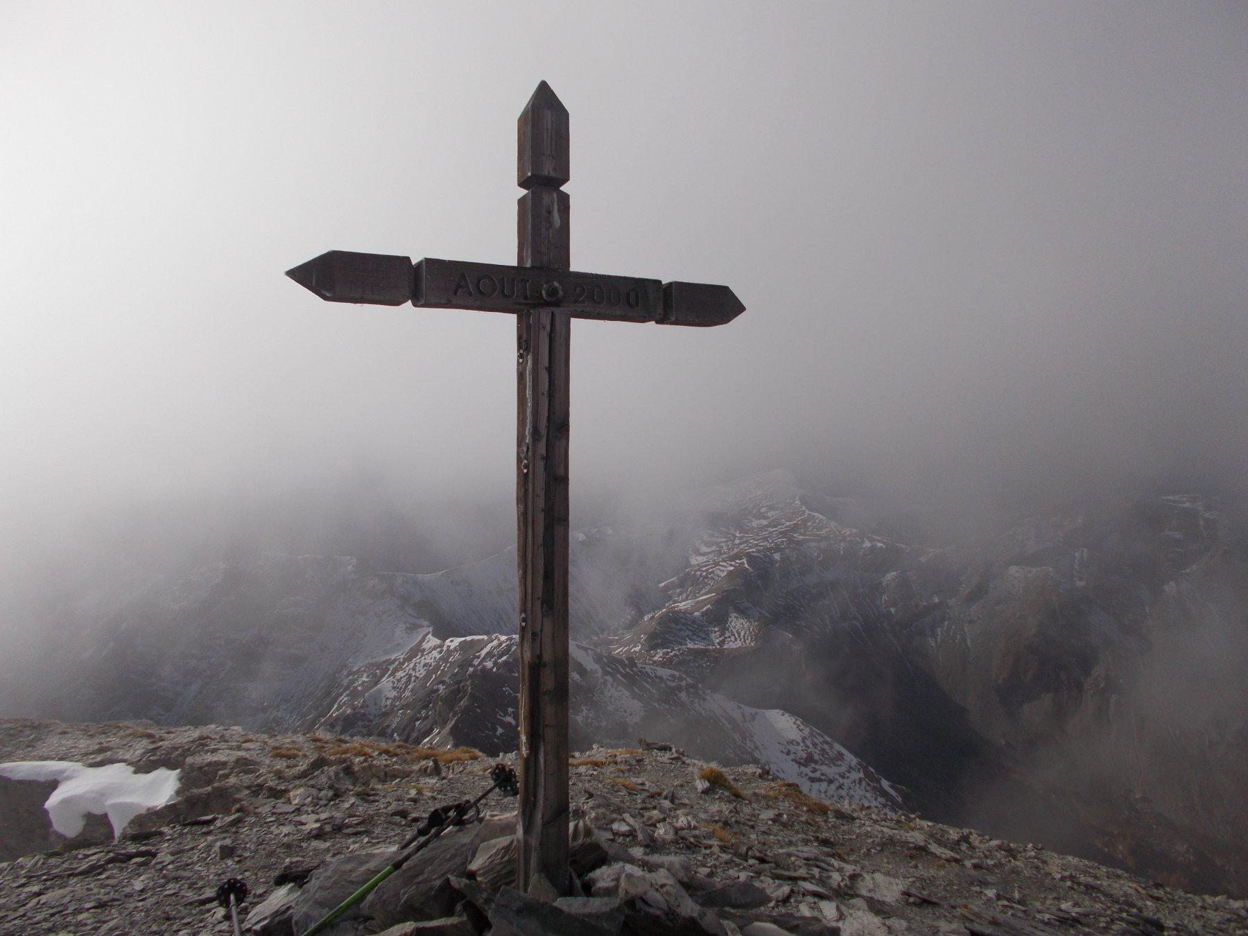 la croce di vetta del Pic de Peyre Eyraute..