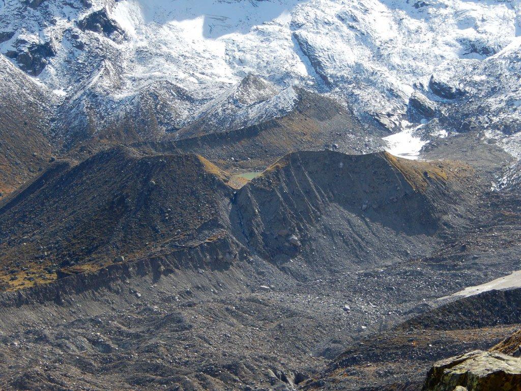 Il Lago delle Locce, oltre il ghiacciaio