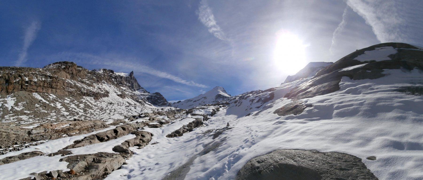 verso la conca glaciale in vista del Gran Paradiso,Tresenta e Ciarforon..