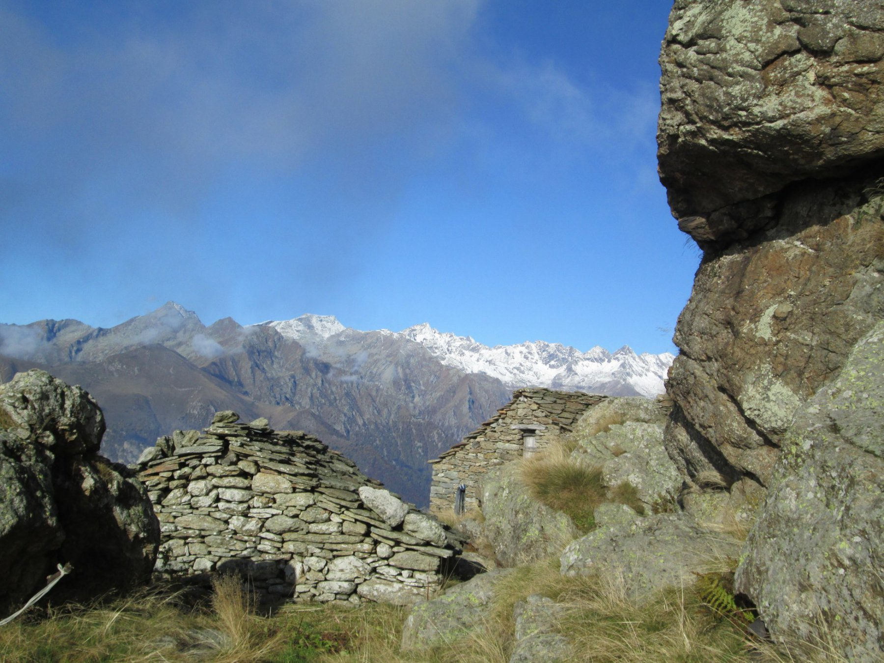 montagne innevate sullo sfondo ancora ben visibili