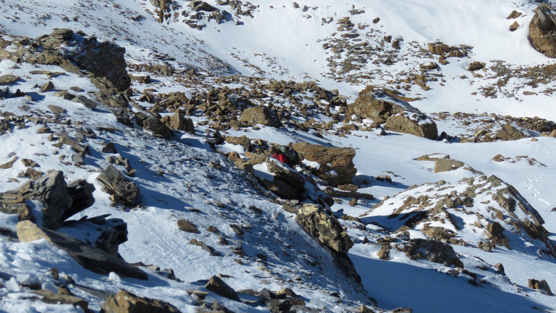 le roccette affioranti che precedono la cima