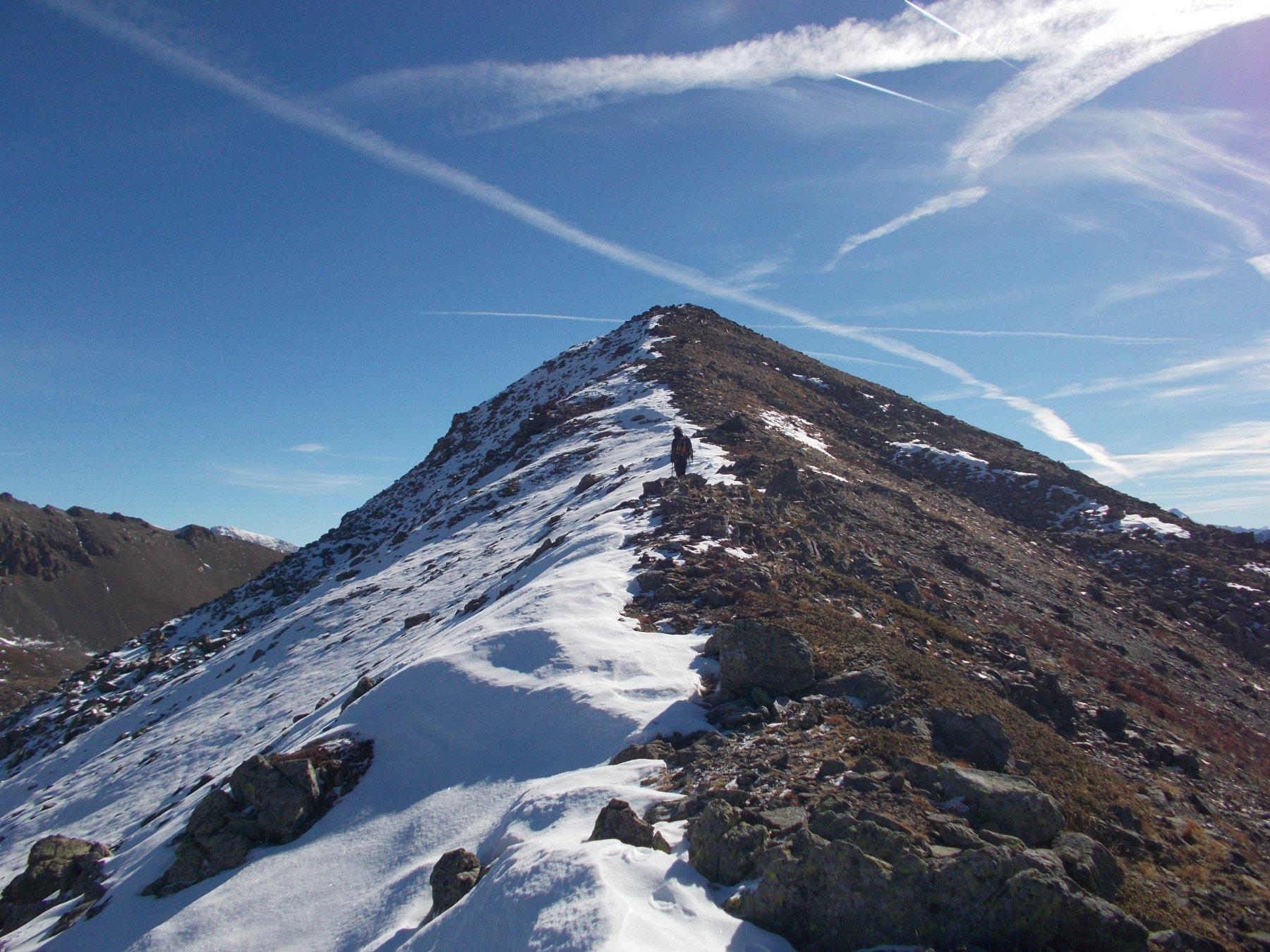 per facile dorsale alla Rocher du Loup..