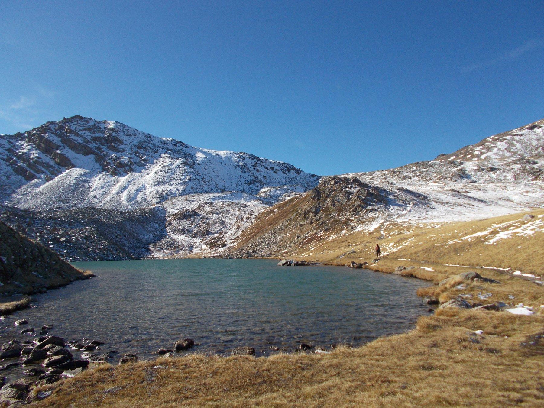 Le Grand Lac de L'Oule e dietro la Rocher du Loup..
