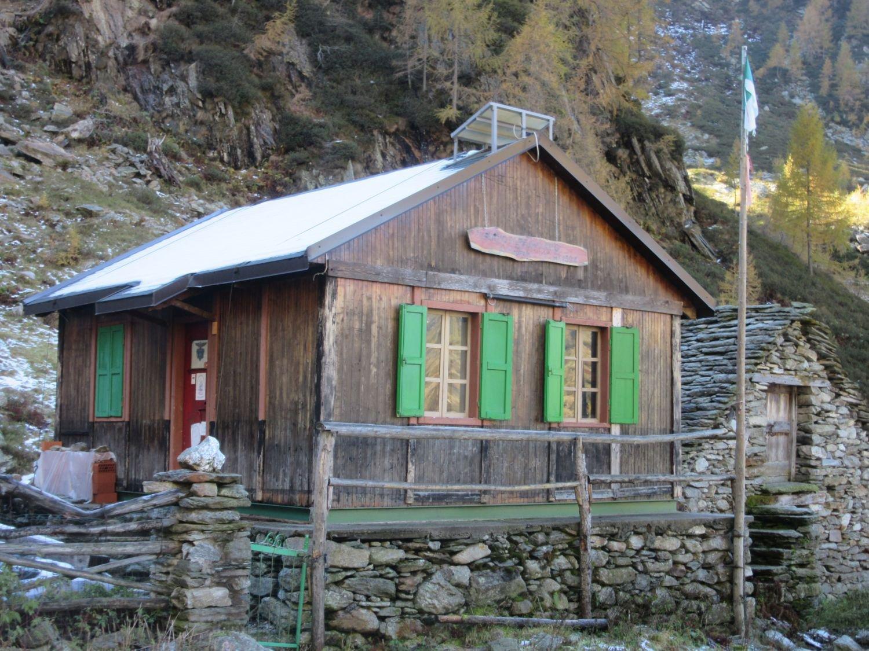 Rifugio  Amedeo Pirozzini Alpe Lago