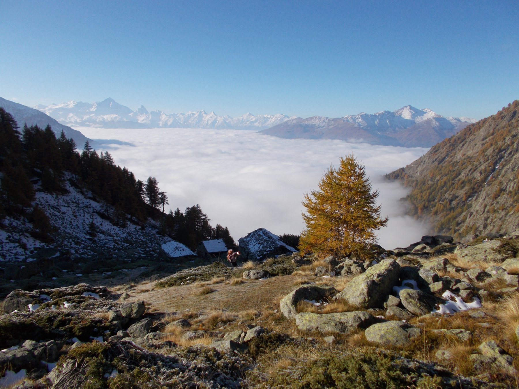 Dall'Alpe Breuson verso Aosta..il mare continua..
