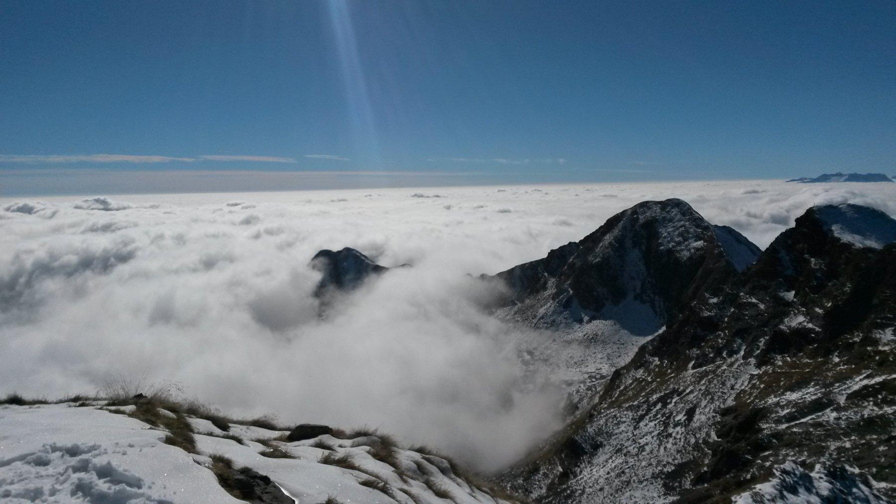 panorama dalla vetta e mare di nubi