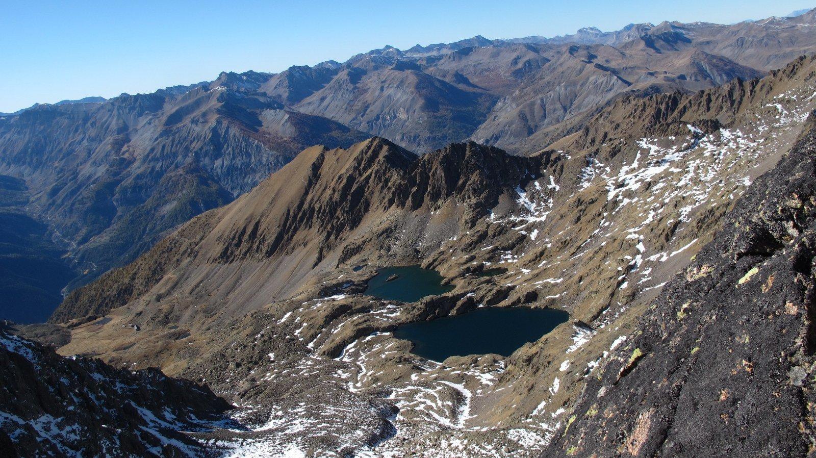 I laghi di Tenibres visti dalla cima