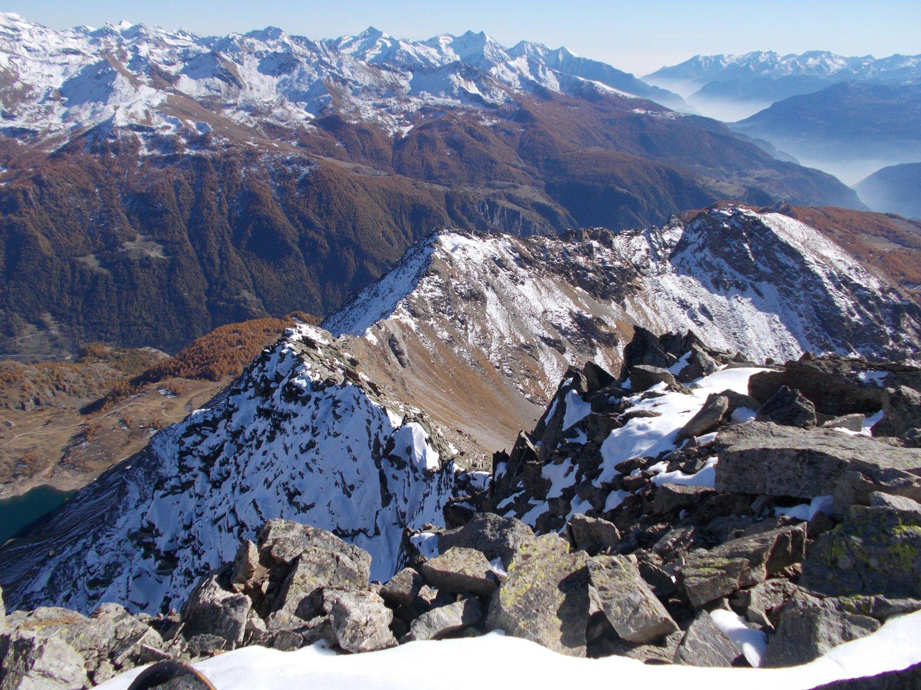 aL centro il M.Saleron e la cresta percorsa..vista dalla Becca di Sale'..