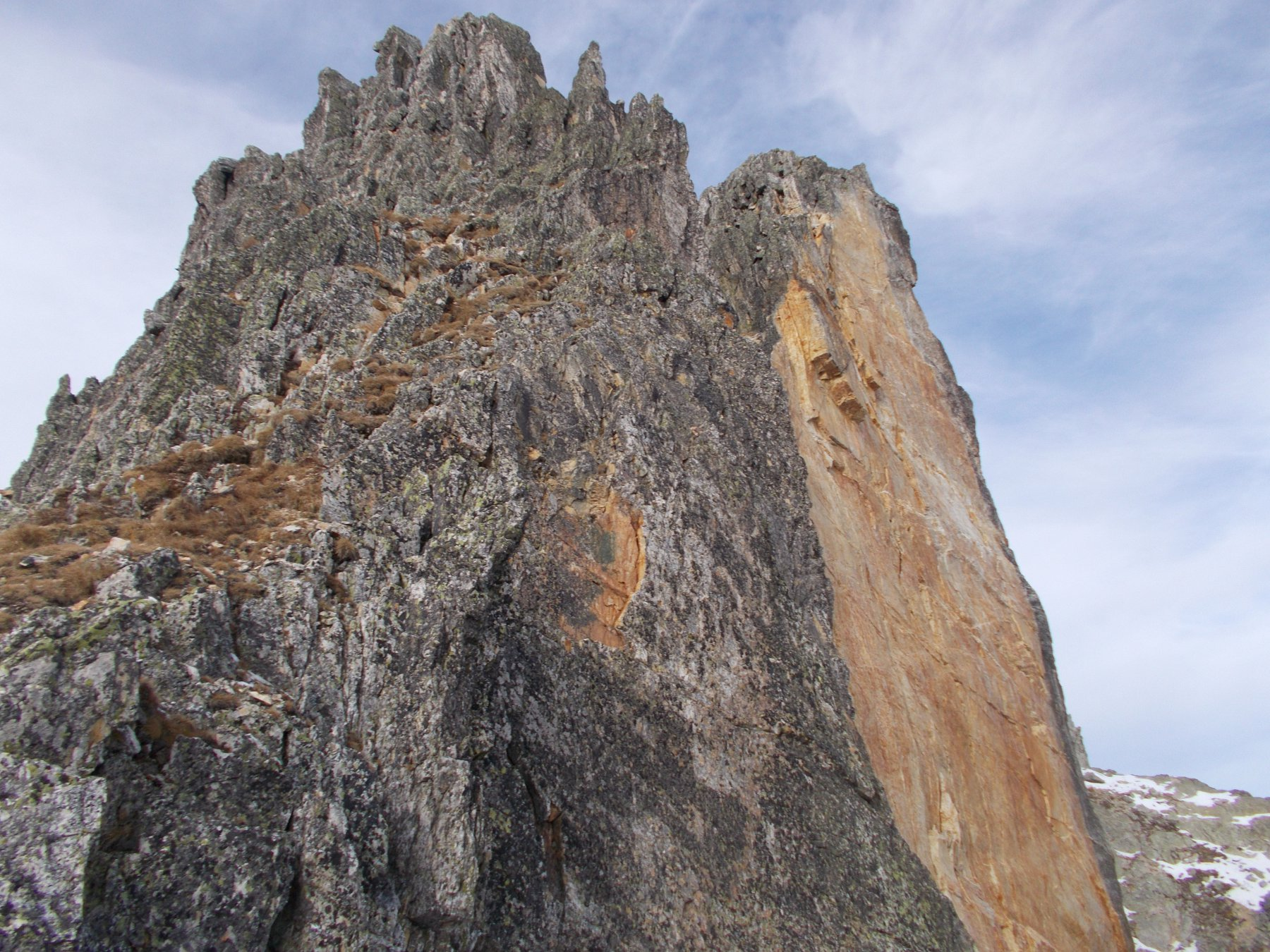 intera lastra di roccia venuta via dalla parete est..