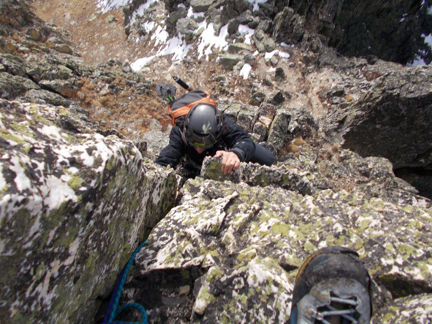 ..e poi su per muretti verticali di sana roccia..