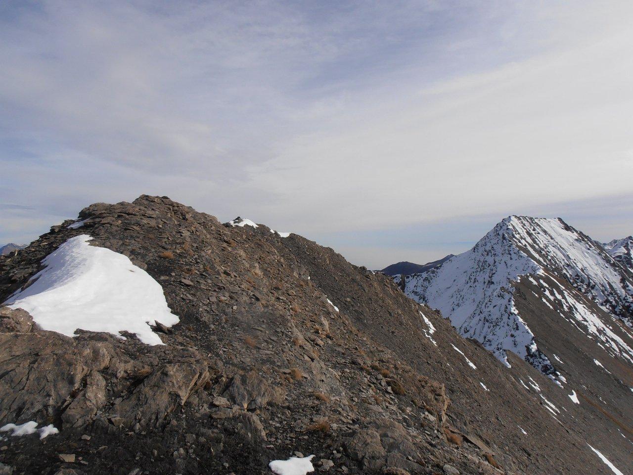 08 - dalla cima ovest verso quella est, con il Barifreddo sullo sfondo