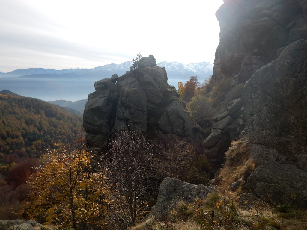 Le rocce lungo il rio Balmosello