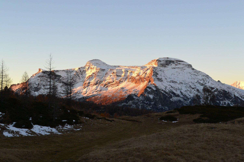 Monte Cistella e Pizzo Diei illuminati dal primo sole