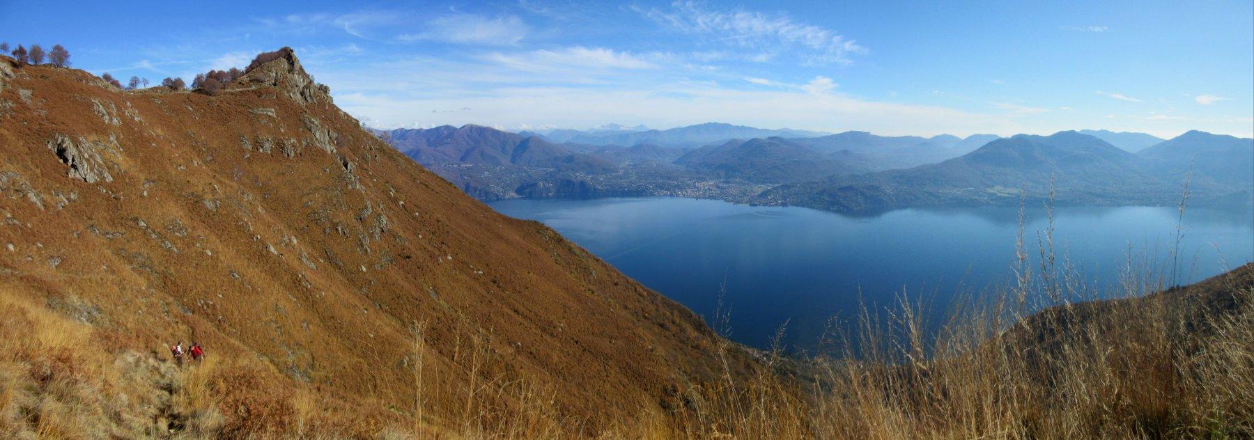 La cima di Morissolo a sx e il lago Maggiore