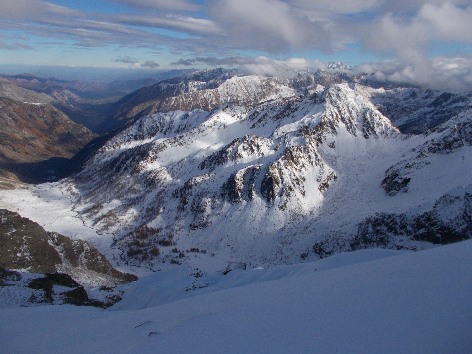 il m.Saletta e in basso il vallone d'Ischiator.. procedendo per cresta..
