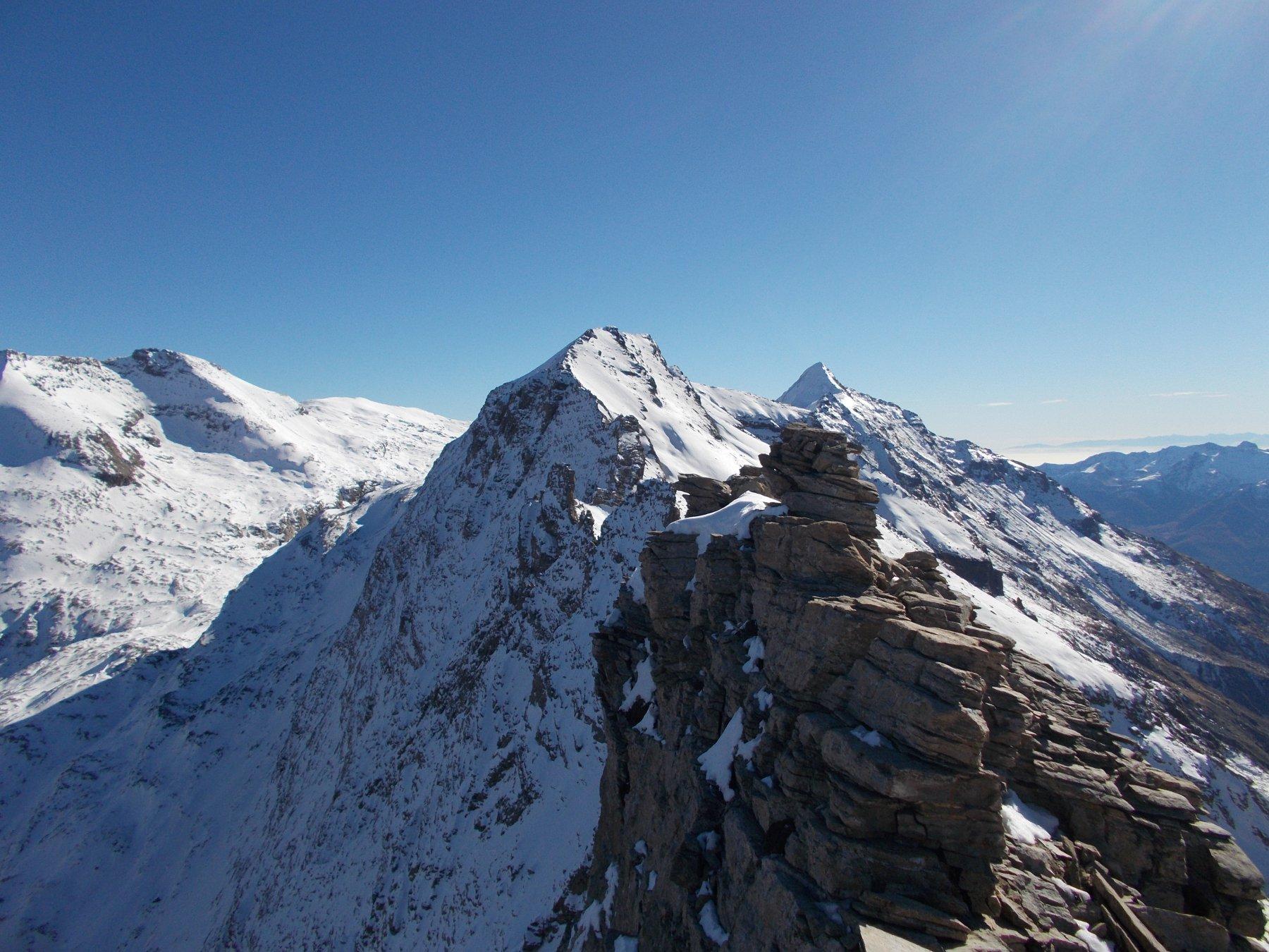 Da Les Trois Dents in primo piano la p.Marmottere e l'immancabile Roccia subito dietro..