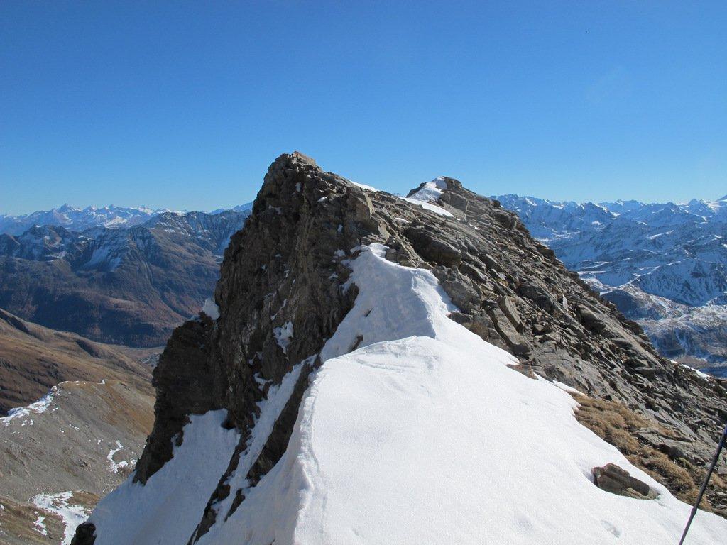 Come appare la cresta dall'intaglio che precede la cima