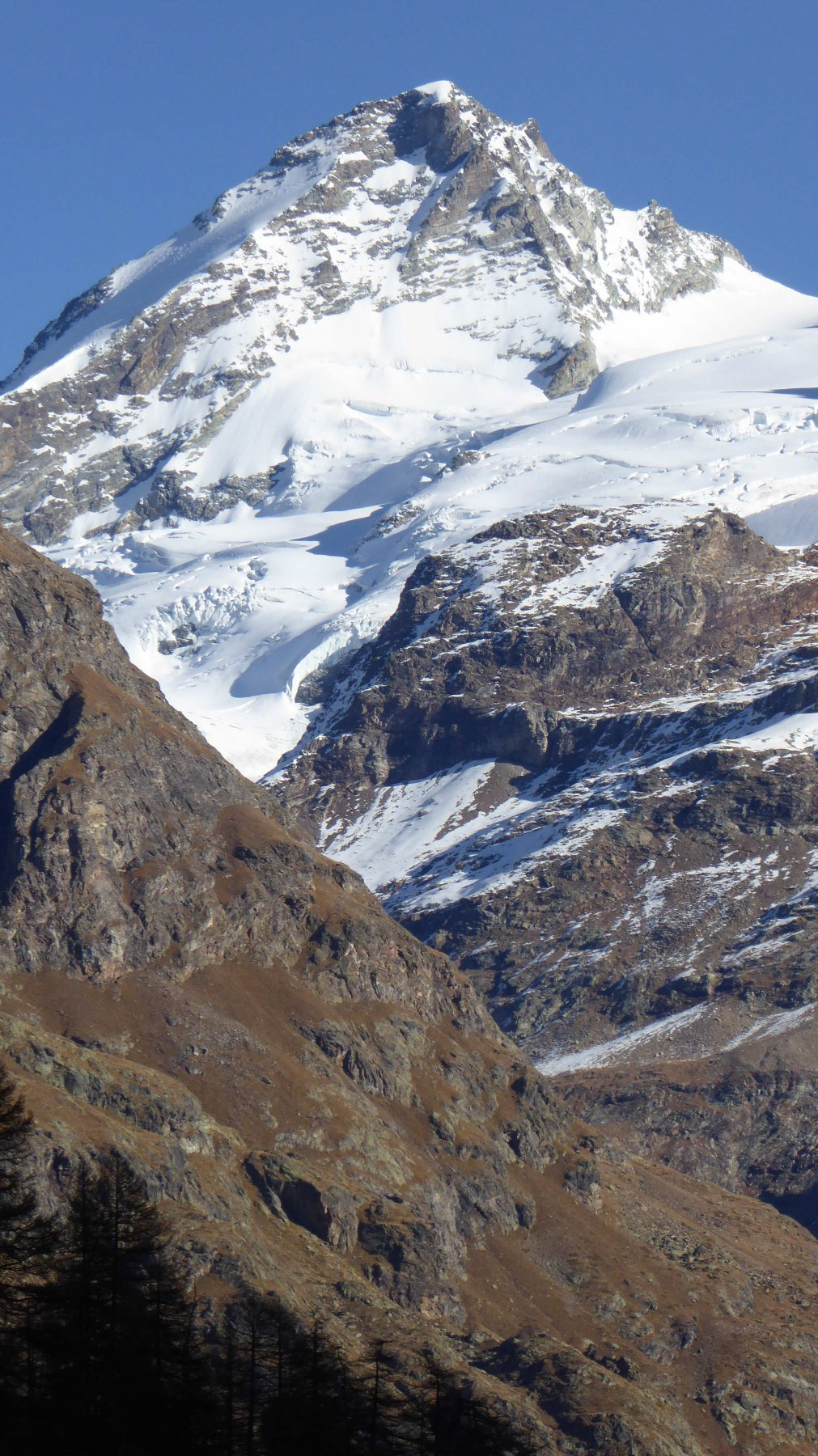 Dent d'Herens e Tete des Roeses