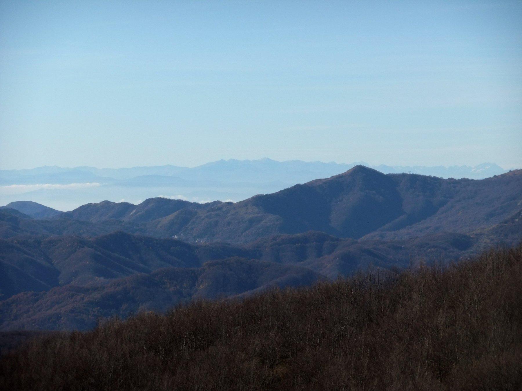 Alpi Liguri in lontananza