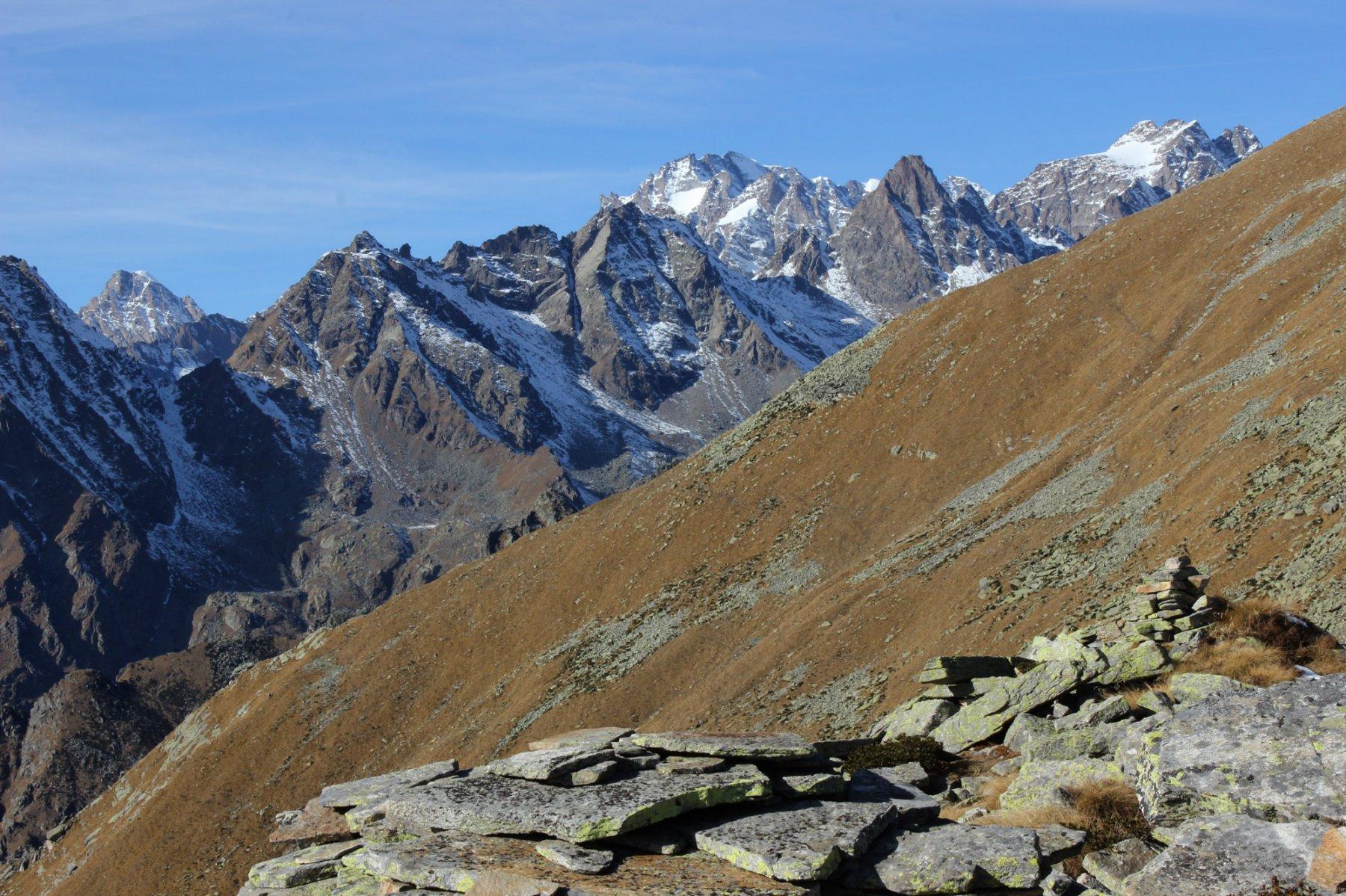 il versante opposto dalla punta Praghetta.
