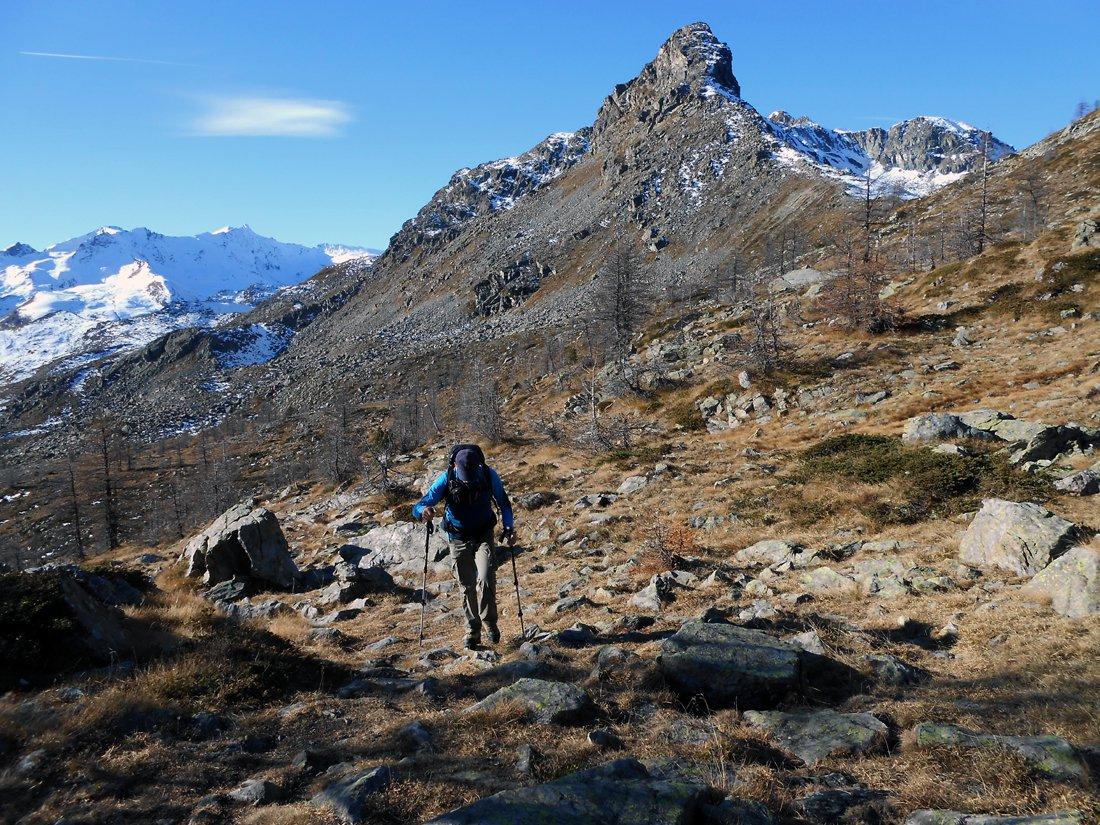 Eugenio nei pressi del Col de la Croix con la Torretta sullo sfondo