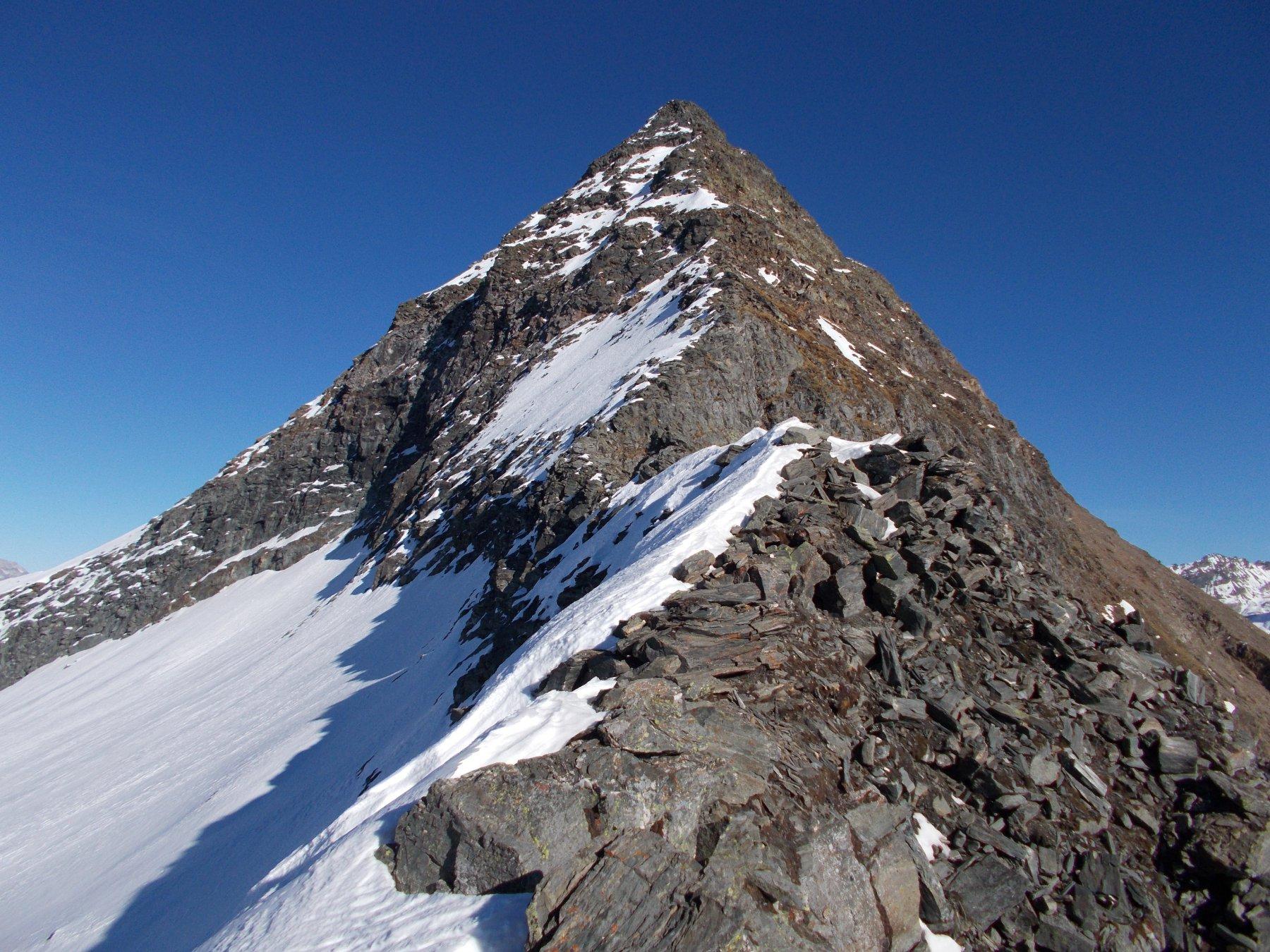 il Rebbio una perfetta piramide..qui da piu' vicino..