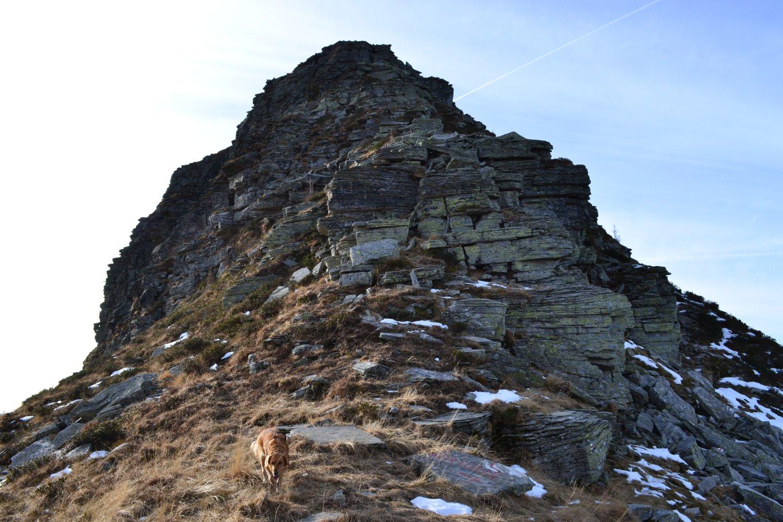 rilievo roccioso da aggirare a destra