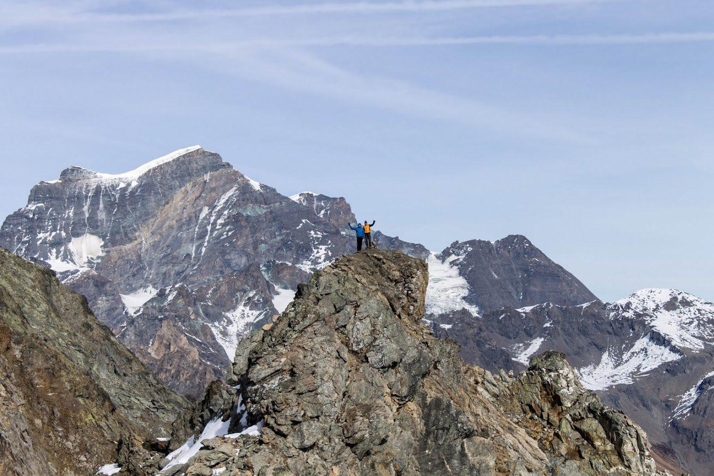 Teddy e Giuliof sulla cima Nord, dietro di noi il Gran Combin ... enorme ! TRATTO FUORI VIA ESCURSIONISTICA