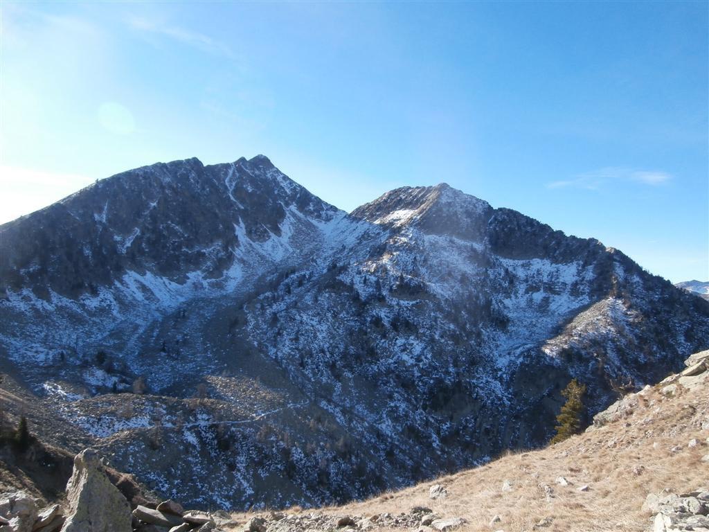 un po di neve nel valloncello e la cima