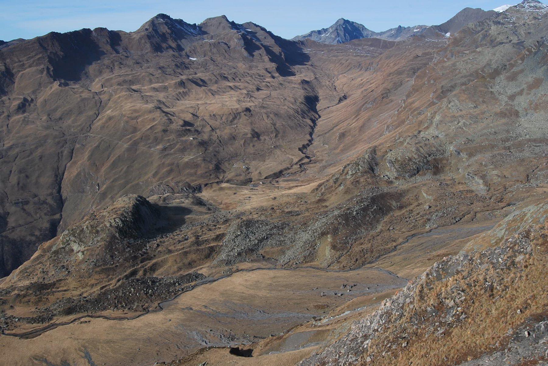 Dalla cresta per la Pointe du Lac sans Fond: i valloni di Beauprè e Versoyen; sullo sfondo Col Ouillon e Mont Tondu